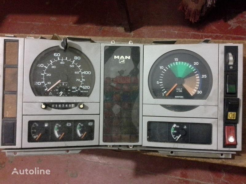 Armaturenbrett für MAN  L2000  LKW