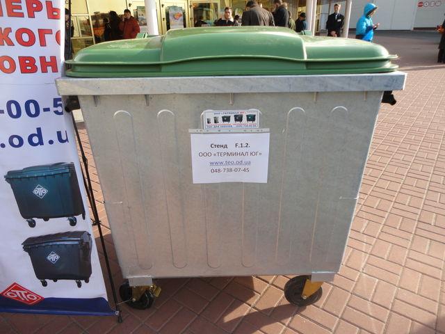 neue 1100 l Müllcontainer