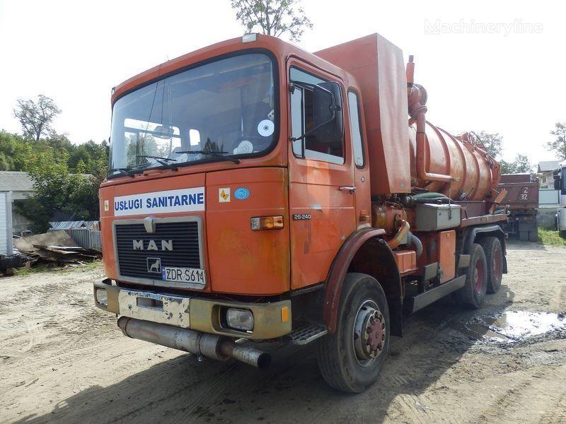 MAN 26.240 6x6 Saugwagen