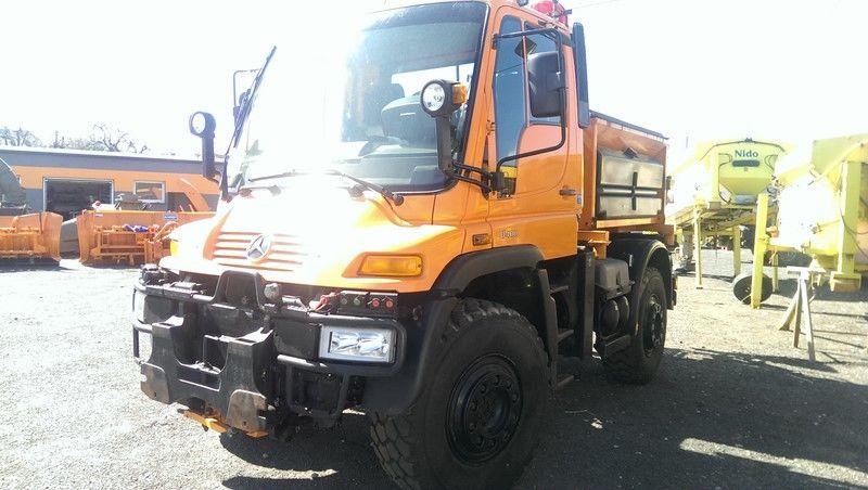 MERCEDES-BENZ UNIMOG U400 Streuwagen