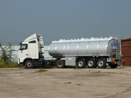 neuer OMT toplivnaya cisterna dlya GSM Tankwagen für Heizöl und Diesel