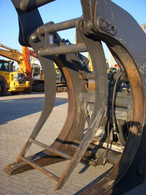 VOLVO (294) Auswerfer /ejector for wood grap model 80777 Greifer