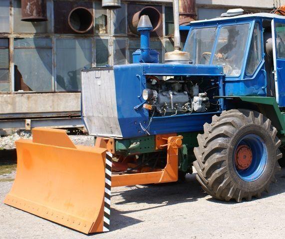 HTZ Buldozernoe oborudovanie (otval, lopata) na traktorah HTZ 150K Planierschild
