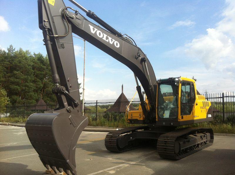 neuer VOLVO EC210B Kettenbagger