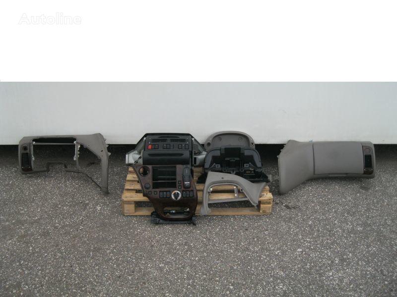 WYPOSAŻENIE WNĘTRZA KABINY SSC Abdeckung für DAF XF 105 Sattelzugmaschine