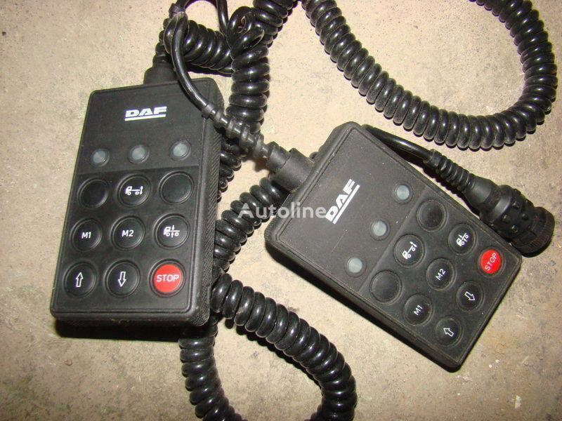 DAF 105XF remote control ECAS 1337230; 4460561290, 1657854, 1659760, 1669461, 1686733, 1690391, 1732019, 1780197, 1780200, 1792640, 1848360, 1851259, 1851261, 1851747, 1898313, 1898316, 1898317 Armaturenbrett für DAF 105XF Sattelzugmaschine
