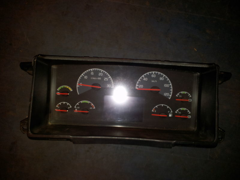 VOLVO FH13 instrument panel, dashboard, combination kit 20739270 cluster, 20543470, 20543471, 21015770, 21366870, 21366872, 21542172, 21842972, 85135218, 85113624, 85135216, 85131298, 85113624, 85131268, 85123792, 85113873, 85113624, 85122346, 855111346 Armaturenbrett für VOLVO FH13 Sattelzugmaschine