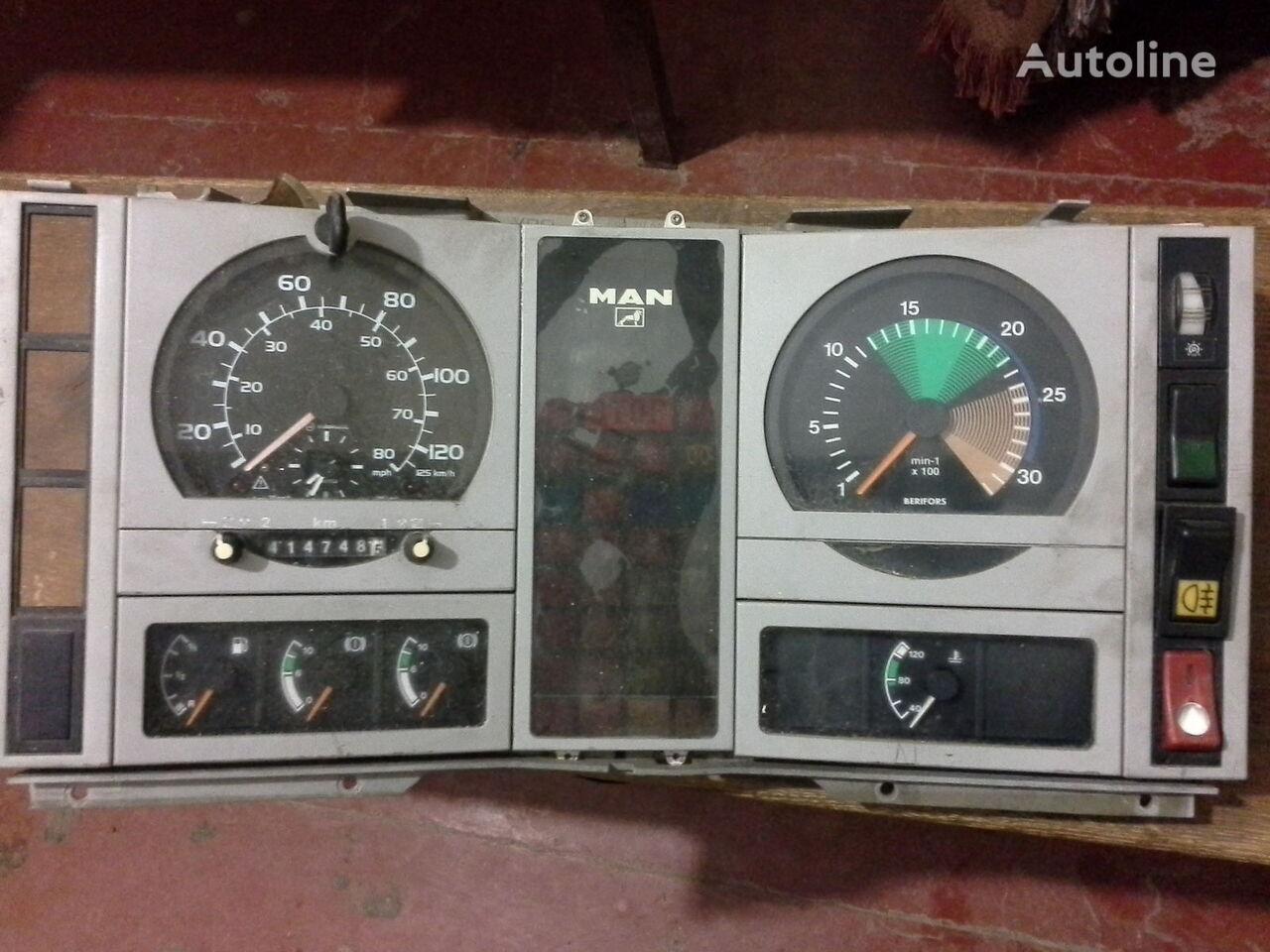Spidometr  Tahometr originalni zapchasti kabini Fahrtenschreiber für MAN  L2000 Po zapchastyam LKW