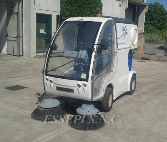 UCM-UNIECO 360 ELECTRIC Kehrmaschine