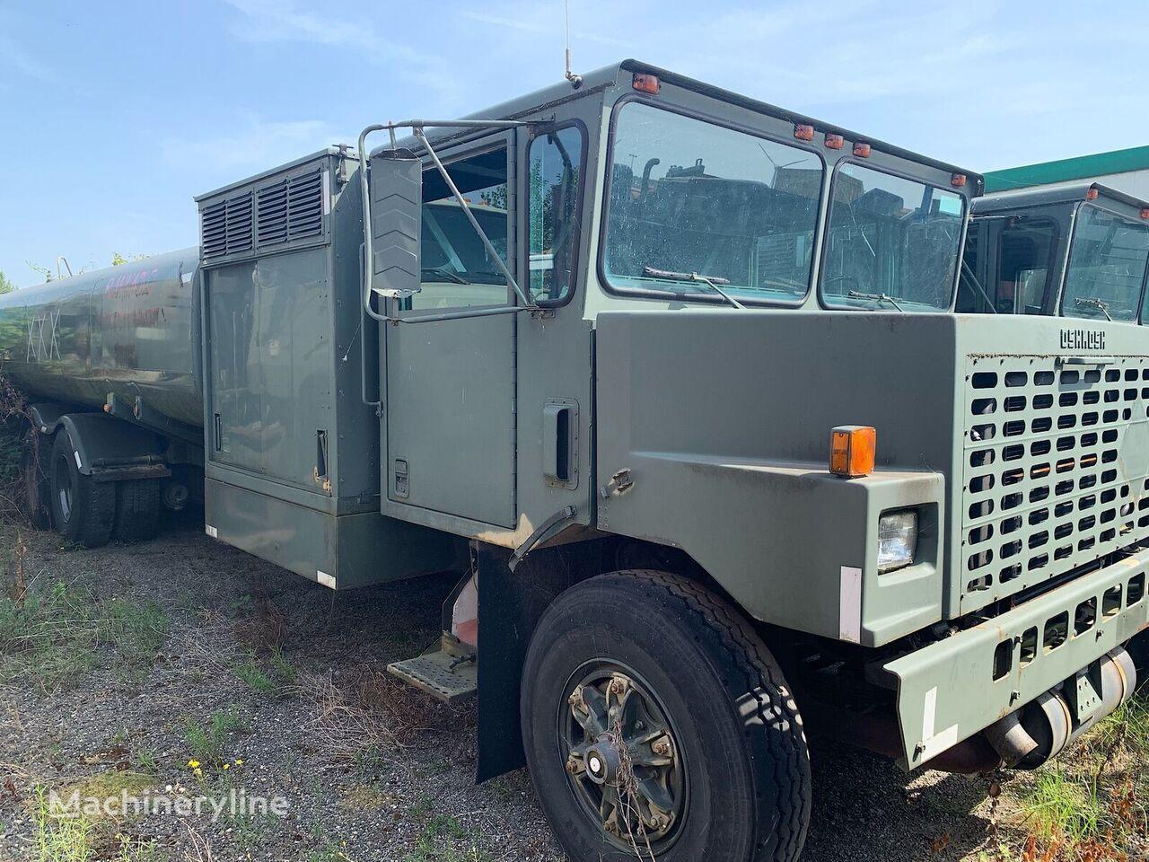 Oskosh Tank truck. Airport Tanker 3 meter wide andere Flughafenfahrzeuge