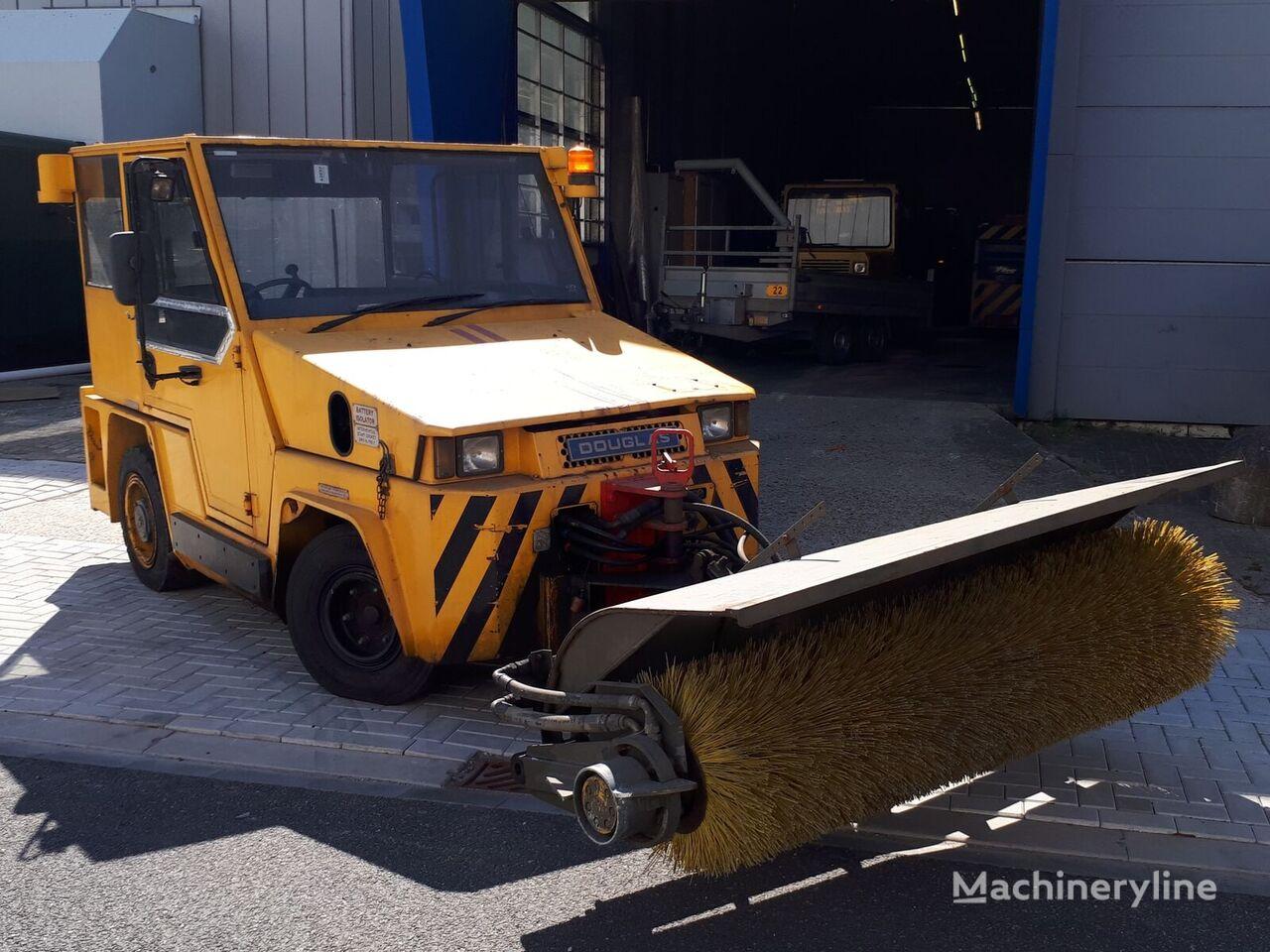 Douglas  DB85M towing tractor Gepäckschlepper