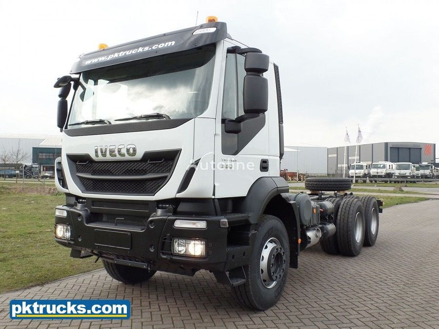 neuer IVECO Trakker AD380T38H-3820 (11 Units) Fahrgestell LKW
