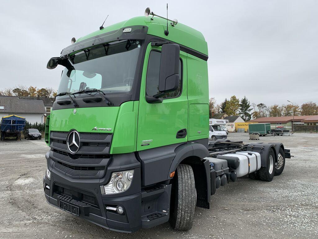 MERCEDES-BENZ Actros 2551 6x2 SILO Fahrgestell Nebenantrieb Lenkachse Fahrgestell LKW