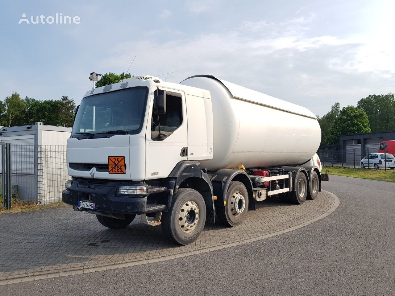 RENAULT Premium 370 dci  8x4  Gastransporter LKW