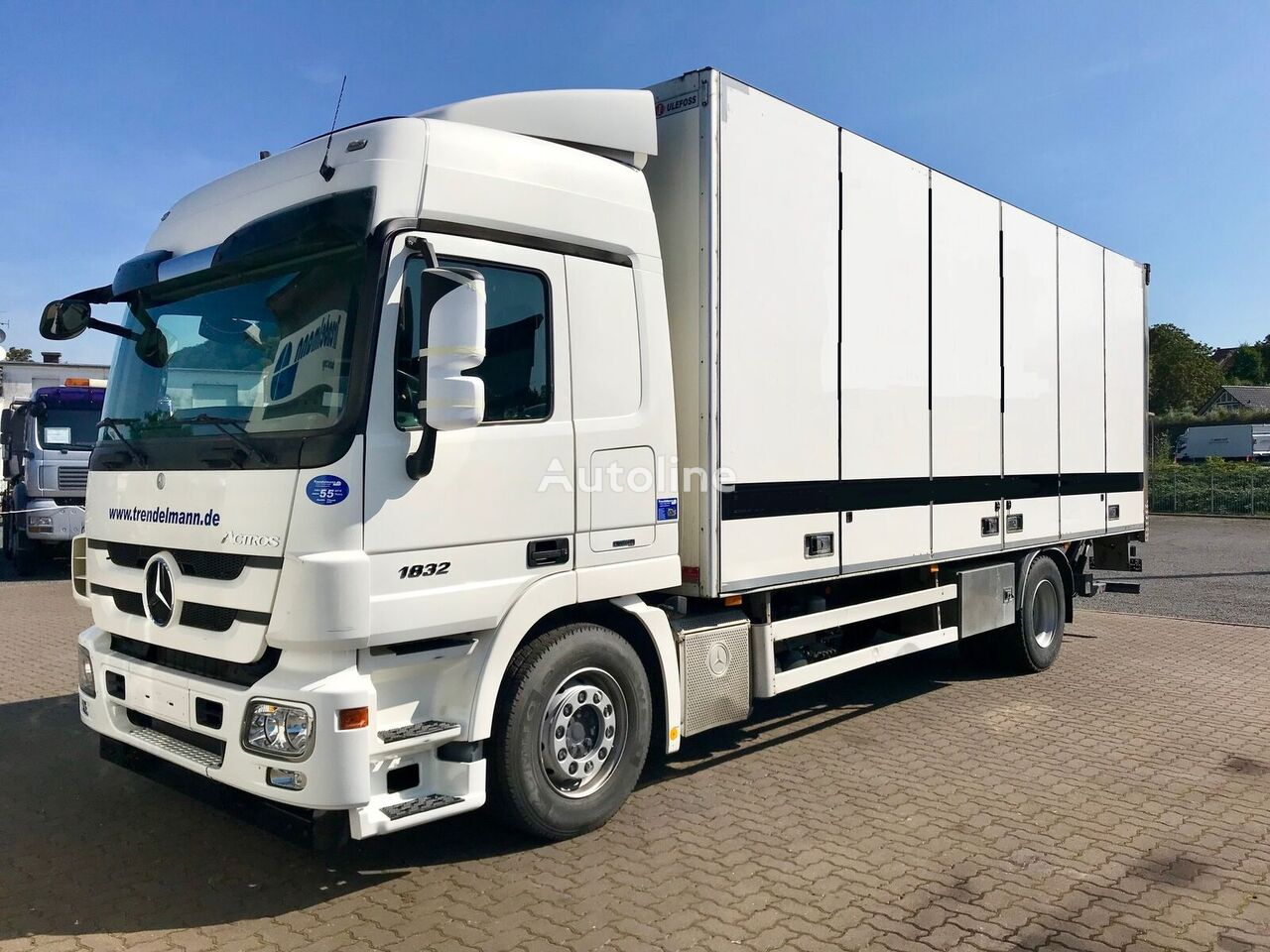 MERCEDES-BENZ Actros 1832 MP III Koffer/Box Side open Lift 2 To Koffer-LKW